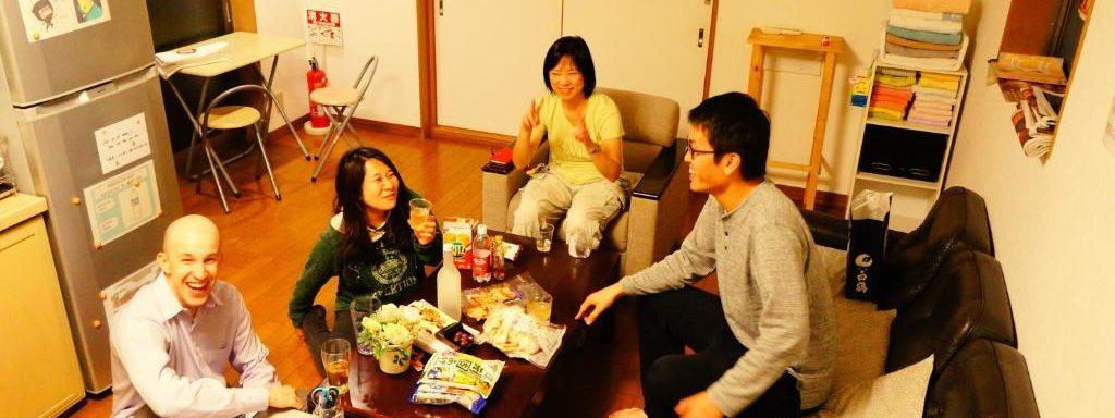 |大阪|ゲストハウス|住み込みスタッフ募集。宿直のみ。新大阪駅から一駅の西中島エリア。夜食補助金あり。